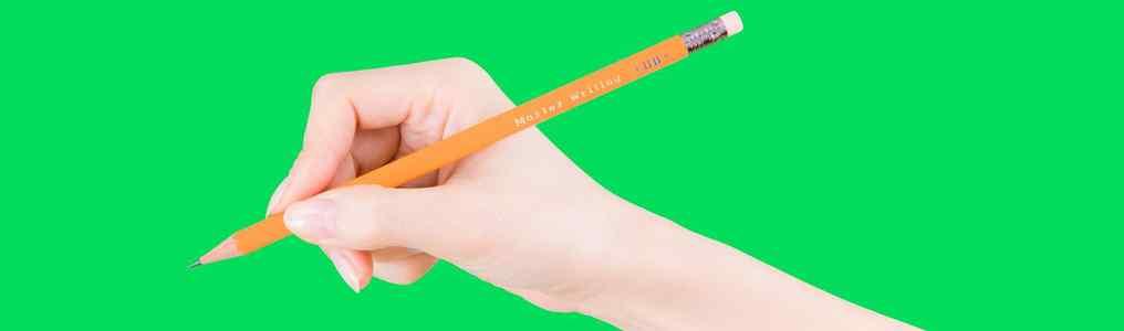 鉛筆を握っている右手の写真