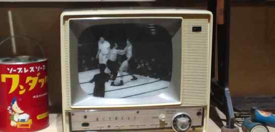 昔の白黒テレビ