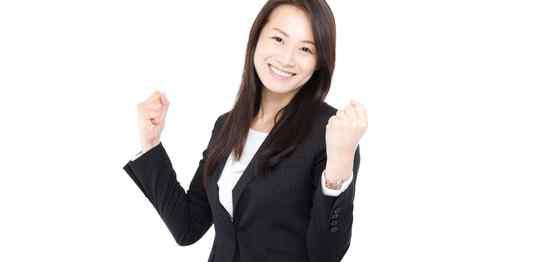 笑顔でガッツポーズのスーツ女性
