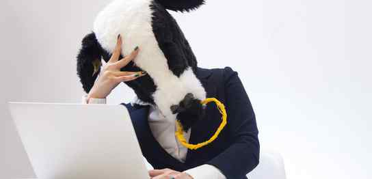 牛のマスクをかぶった人