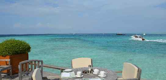 リゾートの海辺の席