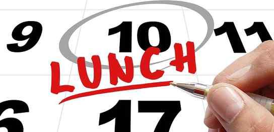 カレンダーに「LUNCH」の文字