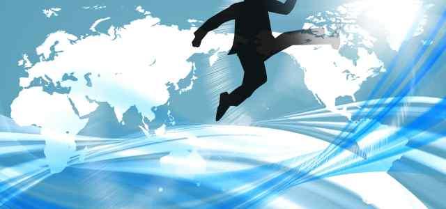 ジャンプしている人のシルエット