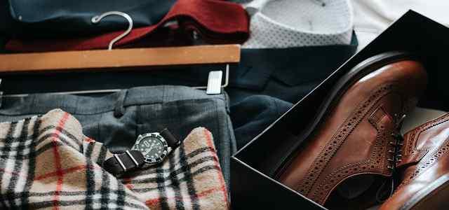 マフラーと靴とスーツ