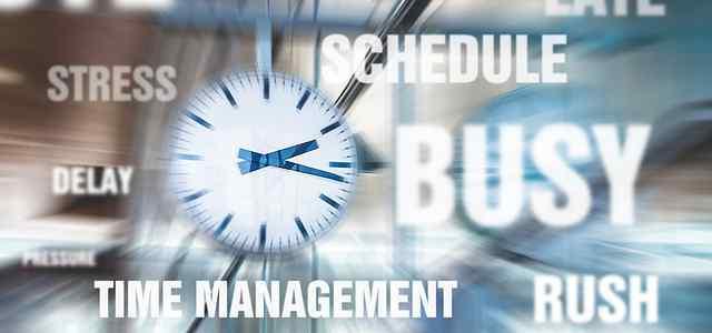 時計を中心に忙しいイメージ