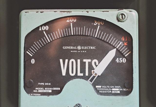 古い電圧計