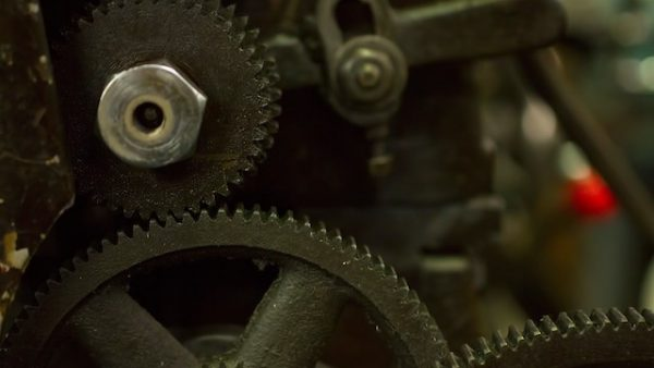 旋盤の回転数を調整するベルト掛け部の歯車